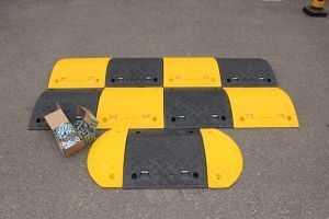 Speed Bump: 75mm endcap segment black HxWxD: 75x210x480mm with fixings